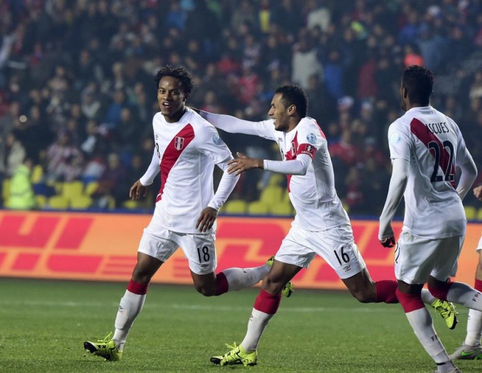 Carrillo anotó el 1-0 de Perú sobre Paraguay. (Foto: AFP)
