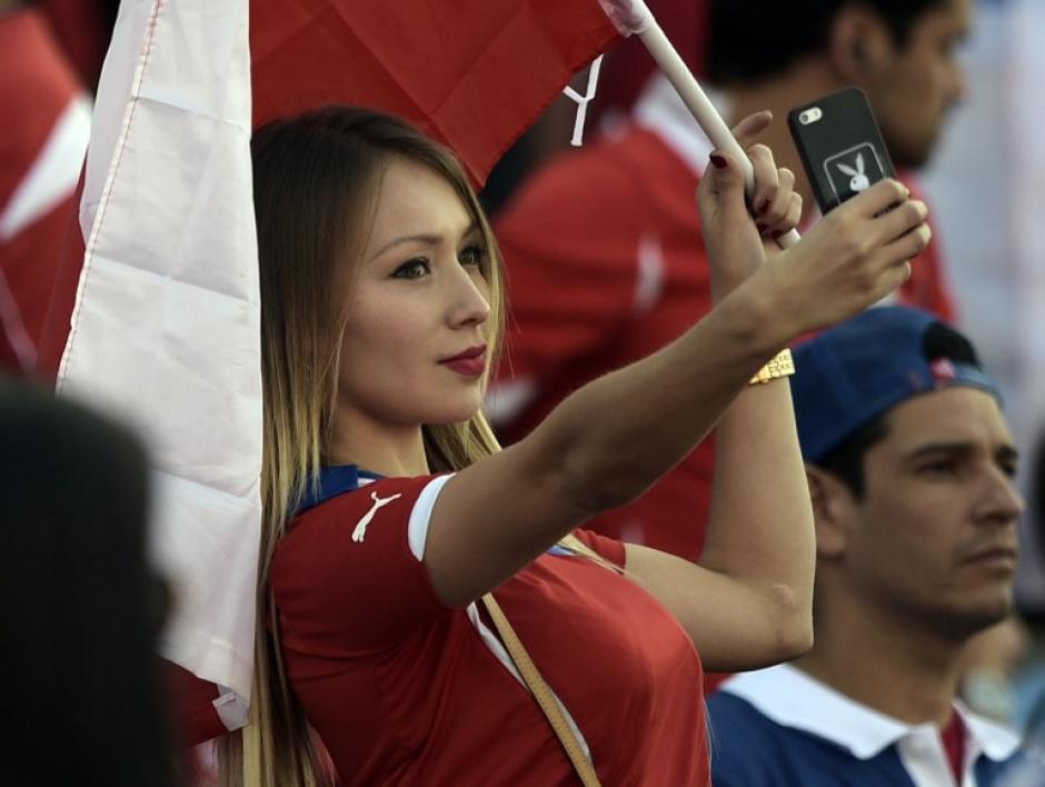 Daniella Chávez estuvo presente en el estadio para presenciar el triunfo chileno. (Foto: AFP)