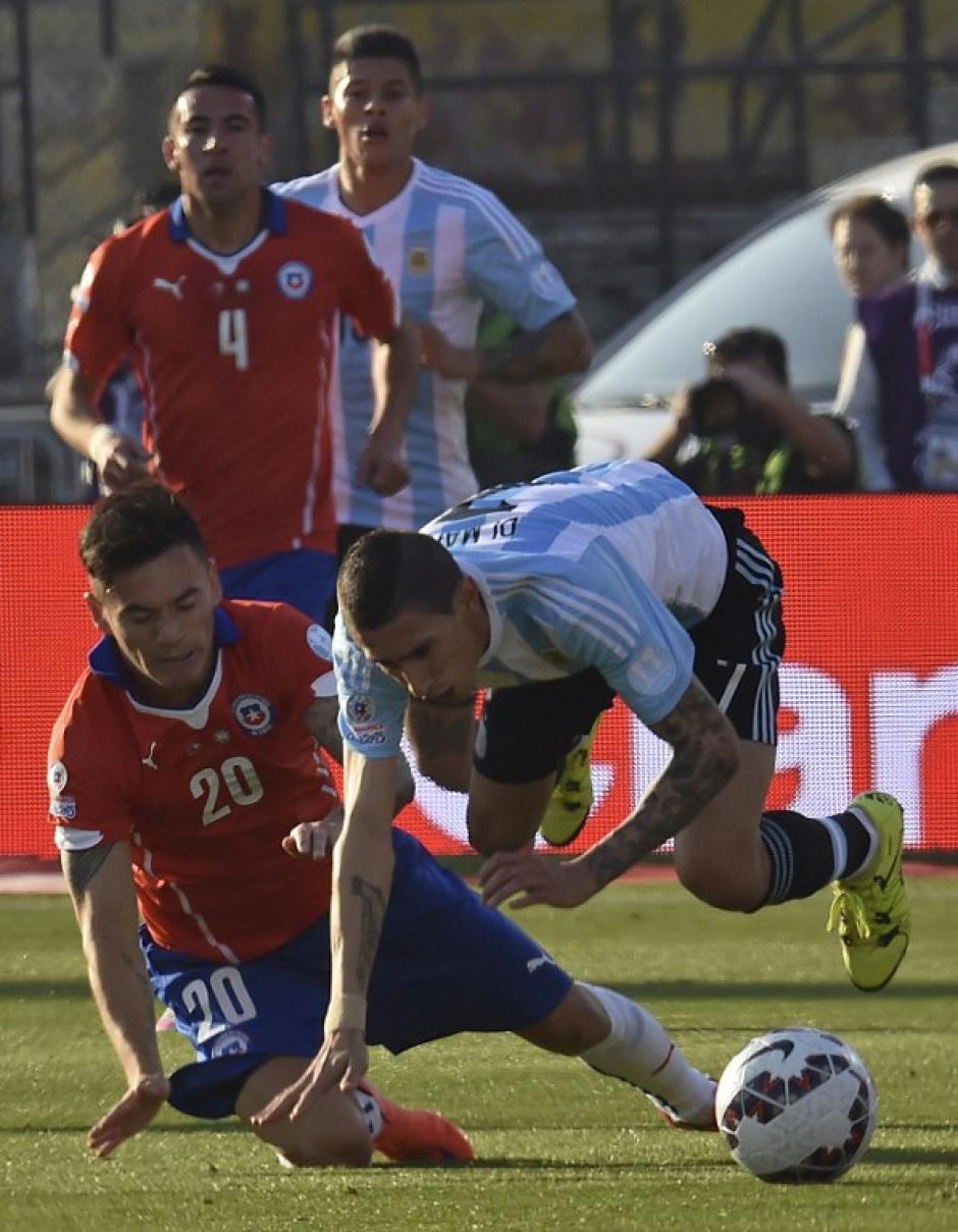 Ángel Di María no pudo continuar en la cancha con su Selección y fue reemplazado en la primera parte del juego por Ezequiel Lavezzi. (Foto: AFP)