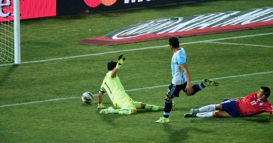 Argentina estuvo cerca de anotar por medio de Ezequiel Lavezzi. (Foto: AFP)