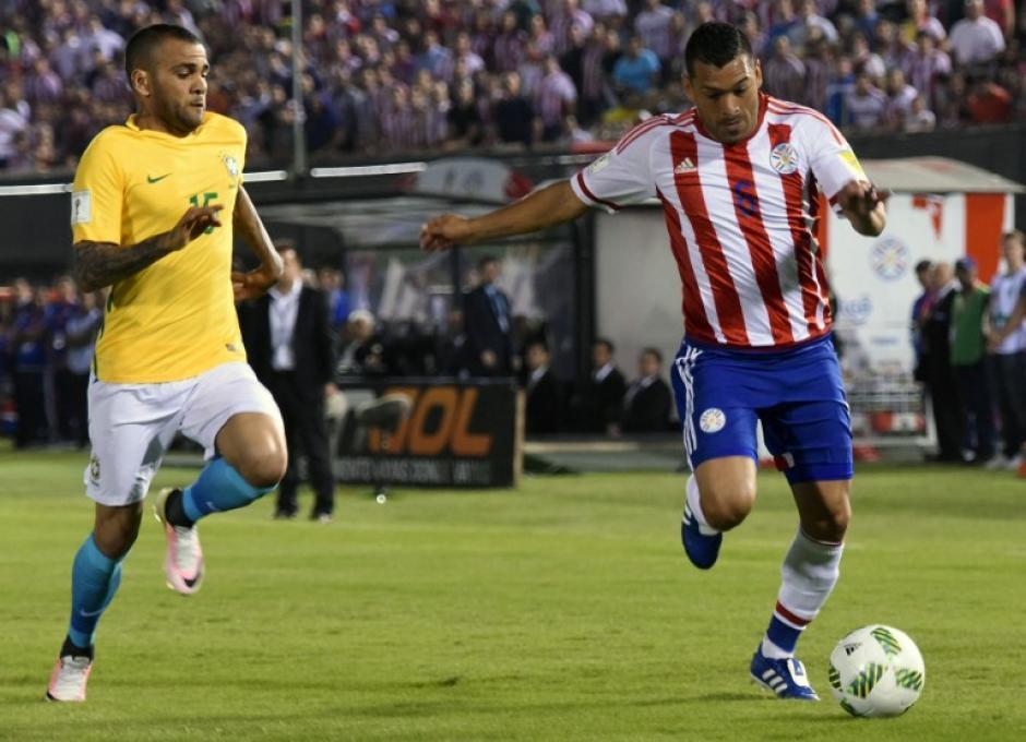 Paraguay y Brasil dividieron puntos tras un empate 2-2. (Foto: AFP)