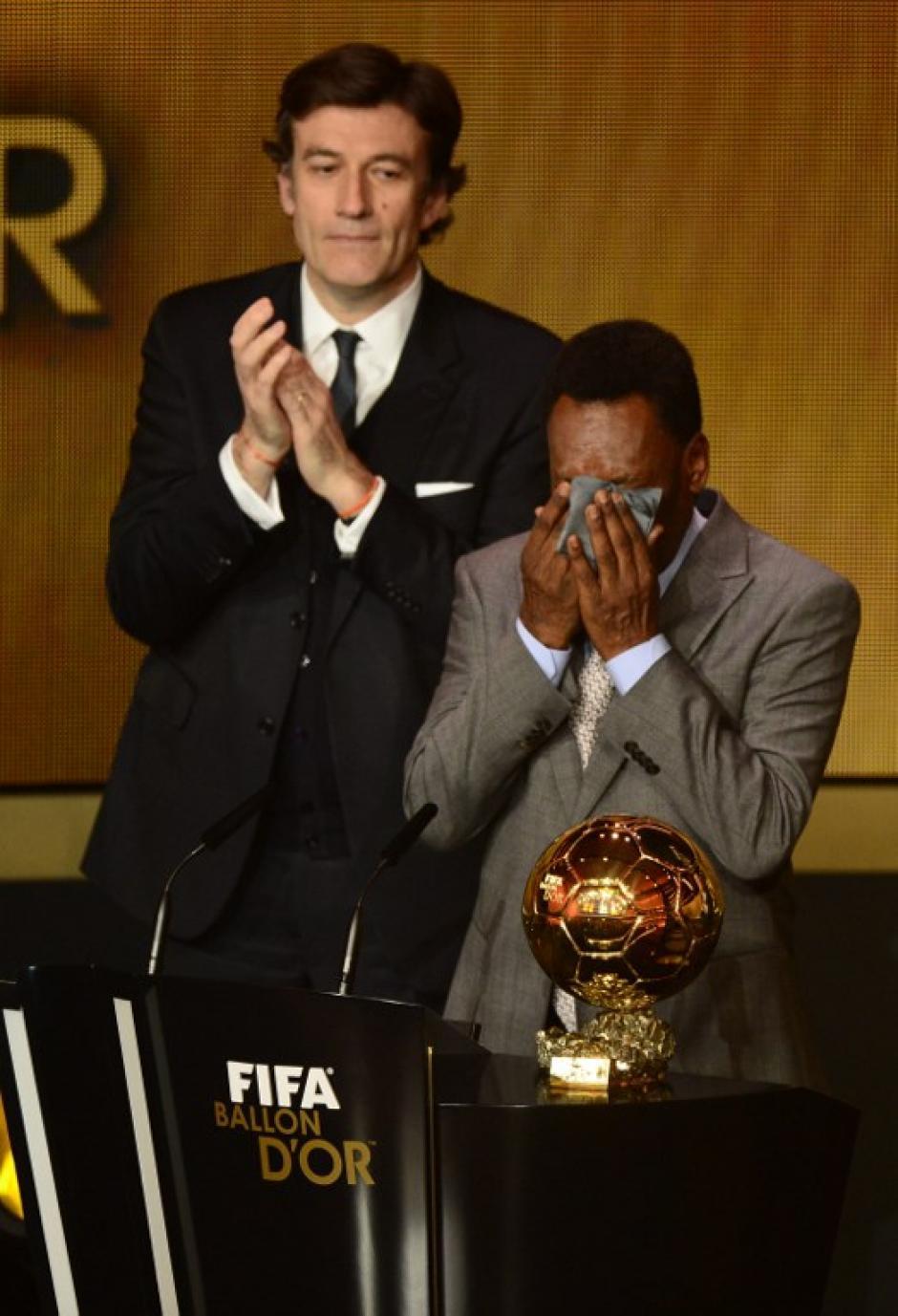 Pelé recibió el premio de honor de la noche en Zúrich, Suiza
