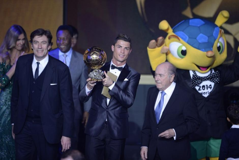 Cristiano Ronaldo fue el gran ganador de la noche, al recuperar el premio que había ganado por primera vez en 2008. (Foto: Fabrice Coffrini/AFP)