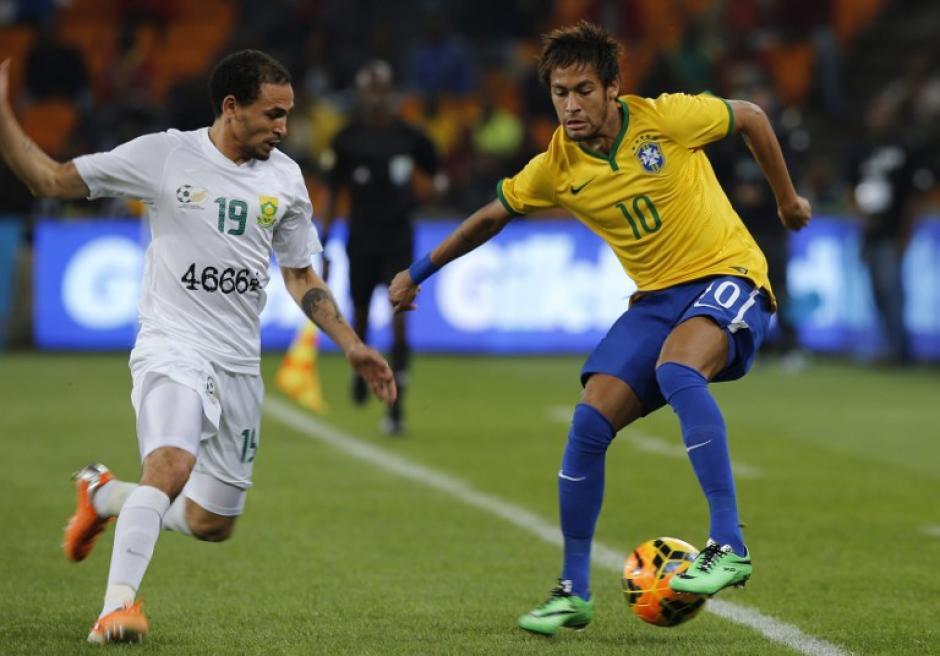 Neymar se lució con tres anotaciones ante los Sudafricanos. (Foto: AFP)