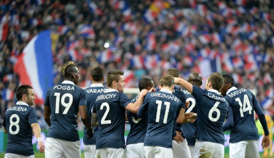 Benzema y Matuidi fueron los anotadores del 2-0 definitivo ante Holanda. (Foto: AFP)