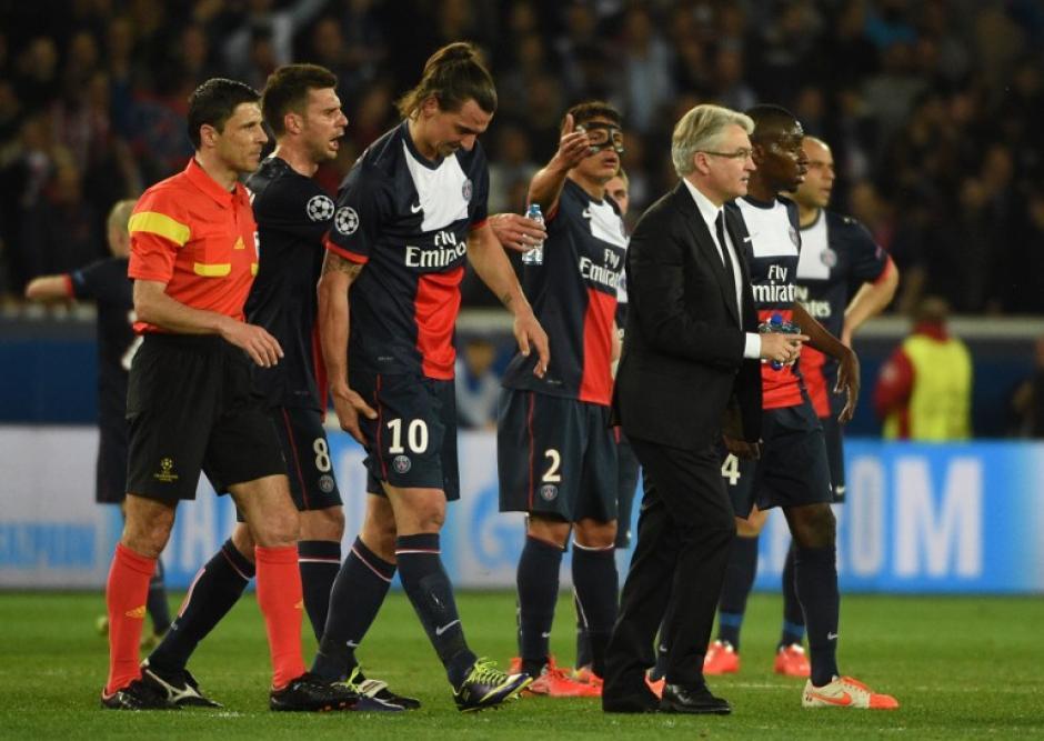 Zlatan Ibrahimovic es el punto negativo del encuentro, al haberse lesionado, por lo que tuvo que ser sustituido. (Foto: AFP)