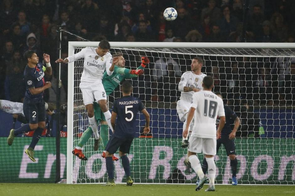 El Madrid intentó reiteradamente abrir el marcador por medio de juego aéreo pero no lo logró