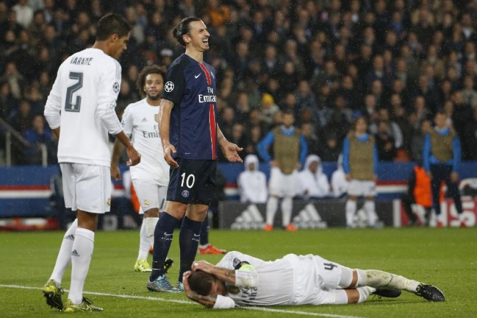 Zlatan y Ramos tuvieron una lucha constante durante el encuentro. (Foto: AFP)