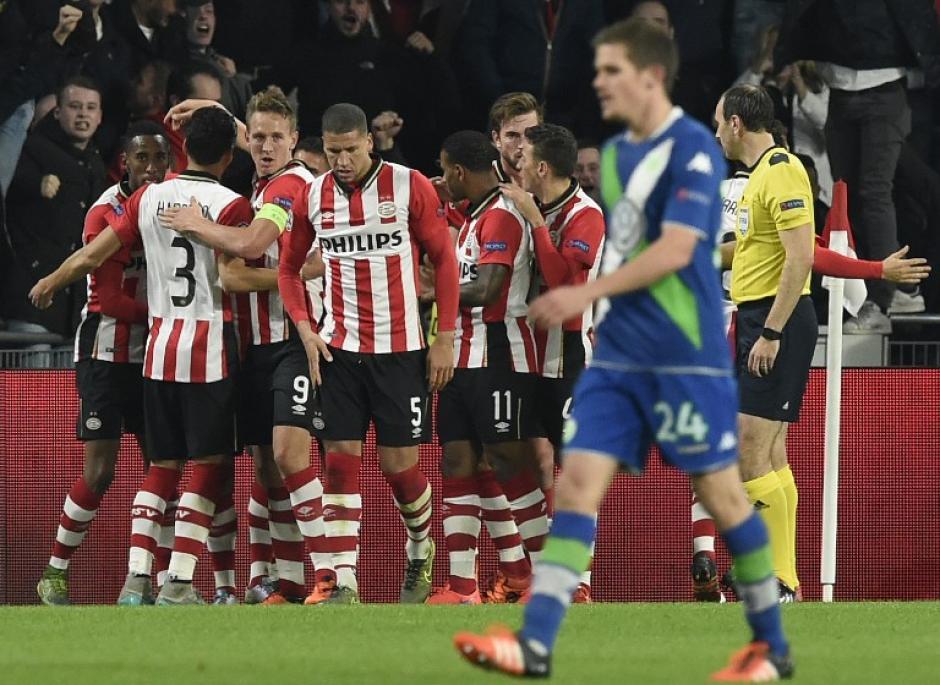 El PSV del mexicano Andrés Guardado derrotó al Wolfsburgo. (Foto: AFP)