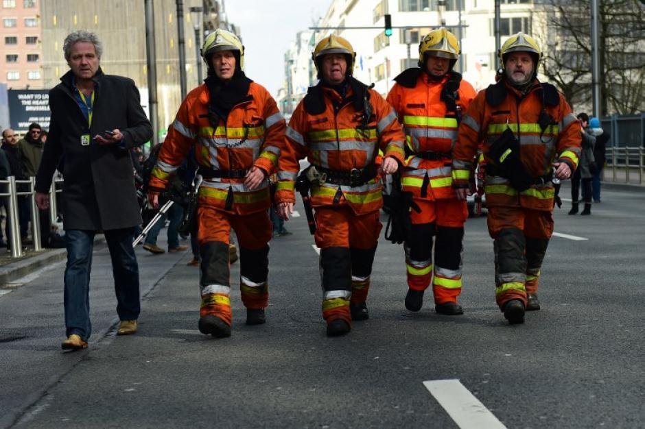 Los socorristas en una jornada trágicas, tras los atentados en Bruselas. (Foto: AFP)