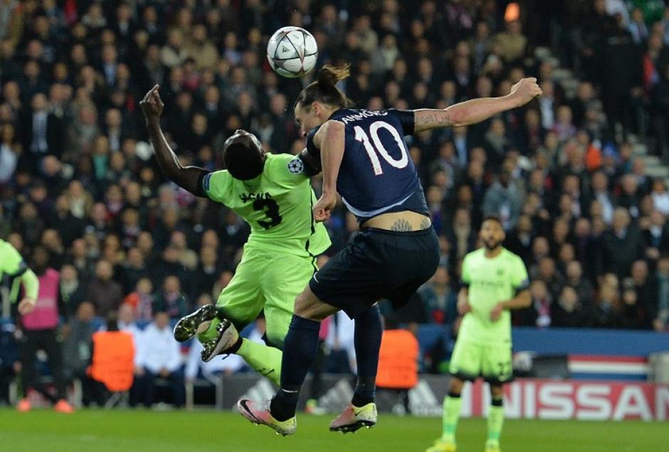 Zlatan Ibrahimovic llevó peligro en el juego aéreo. En el primer tiempo falló un penal. (Foto: AFP)