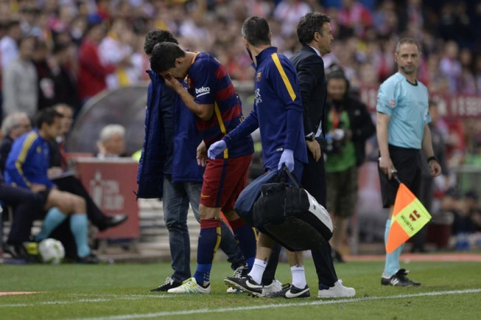Luis Suárez se lesionó y podría perderse la Copa América Centenario con Uruguay. (Foto: AFP)