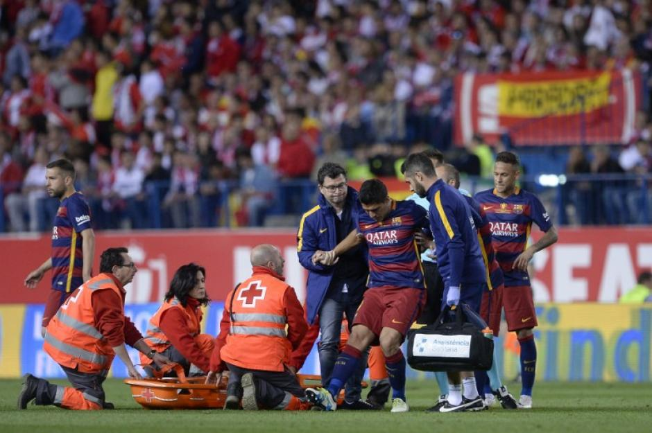 Suárez se lesionó jugando ante el Sevilla. (Foto: AFP)