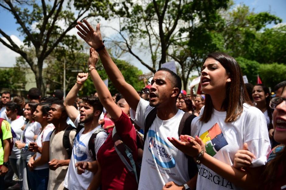 La protesta de los estudiantes fue por la crisis presupuestaria que los aqueja. (Foto: AFP)