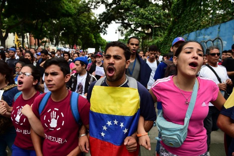 Estudiantes universitarios protestaron contra el gobierno de Nicolás Maduro. (Foto: AFP)