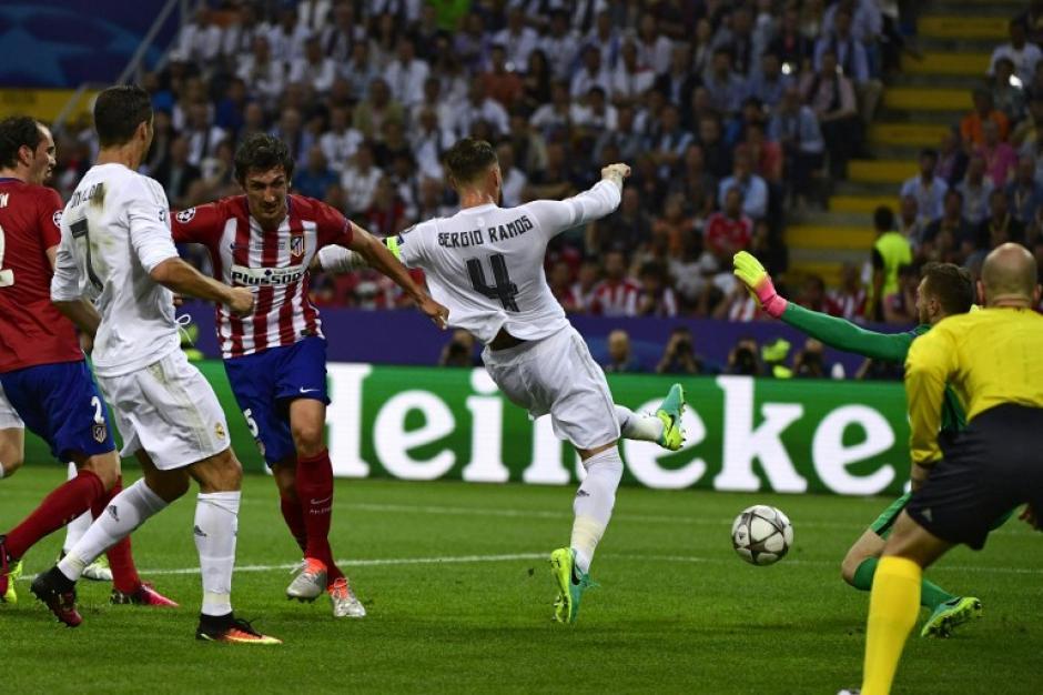 Así remató Ramos para el primer gol de Real Madrid. (Foto: AFP)
