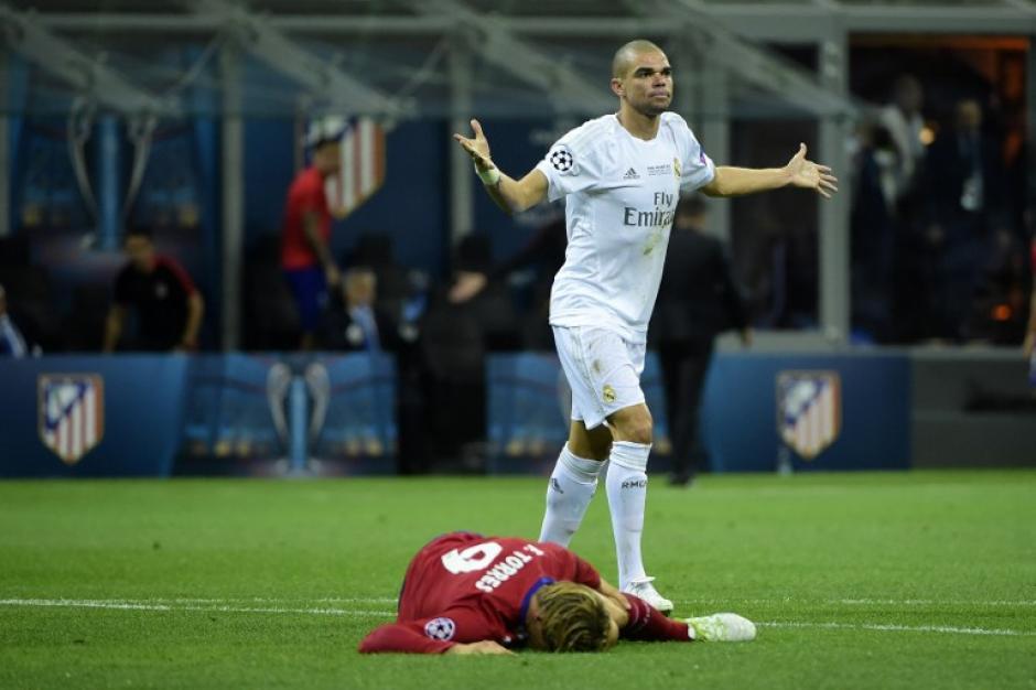 Sin embargo, cuando el portugués cometía falta, fingía no haberlas cometido. (Foto: AFP)