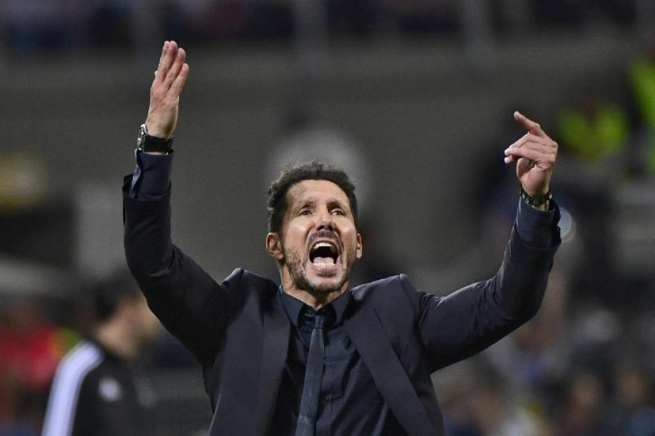 """Intenso, el """"Cholo"""" Simeone no paró de dar instrucciones y alentar a sus jugadores. (Foto: AFP)"""