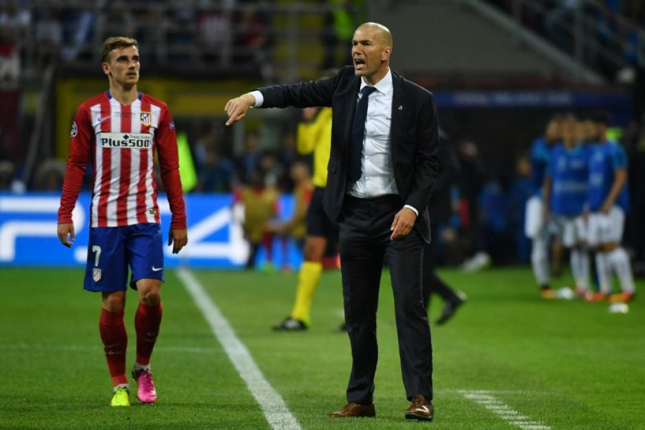 De manera intensa vivió su primera final de Champions League, Zinedine Zidane. (Foto: AFP)