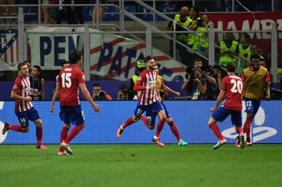 En el tiempo regular, Juanfran celebró junto a sus compañeros la obtención del 1 a 1. (Foto: AFP)