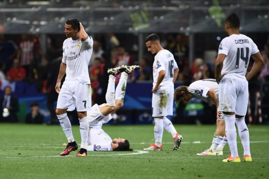 Cansancio puro, así se recuperaron los jugadores de Real Madrid antes de la prórroga. (Foto: AFP)