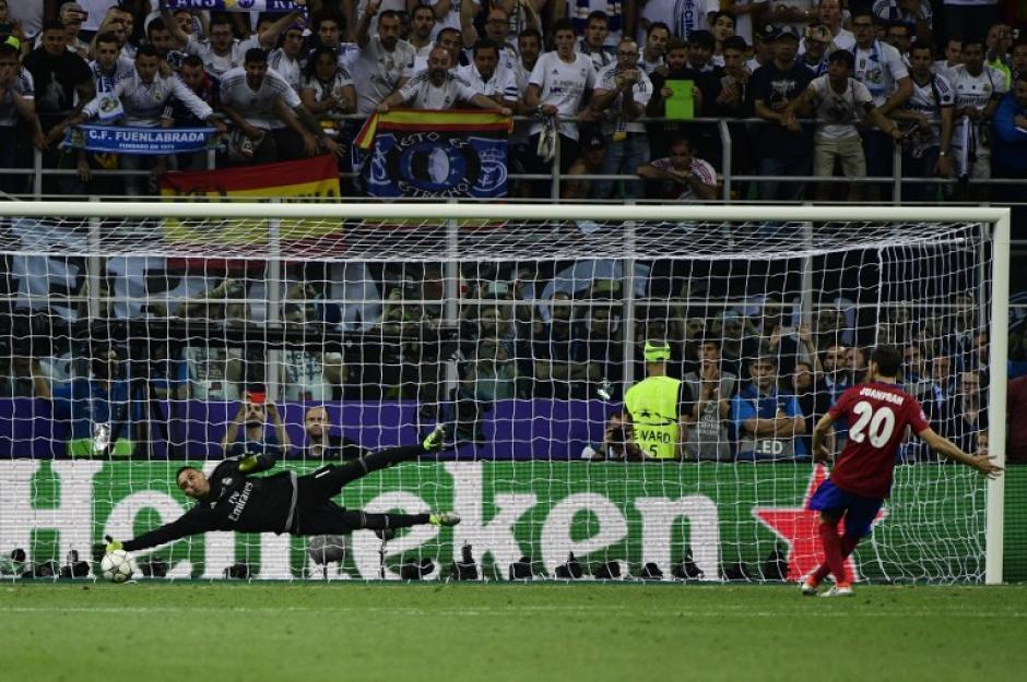 Juanfran dudó y ese fue el error que le costó la final a su equipo. (Foto: AFP)