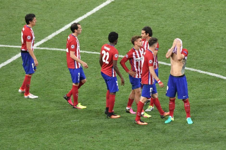 Los jugadores del Atlético de Madrid no creen que perdieron la oportunidad de tomar revancha de hace dos años. (Foto: AFP)