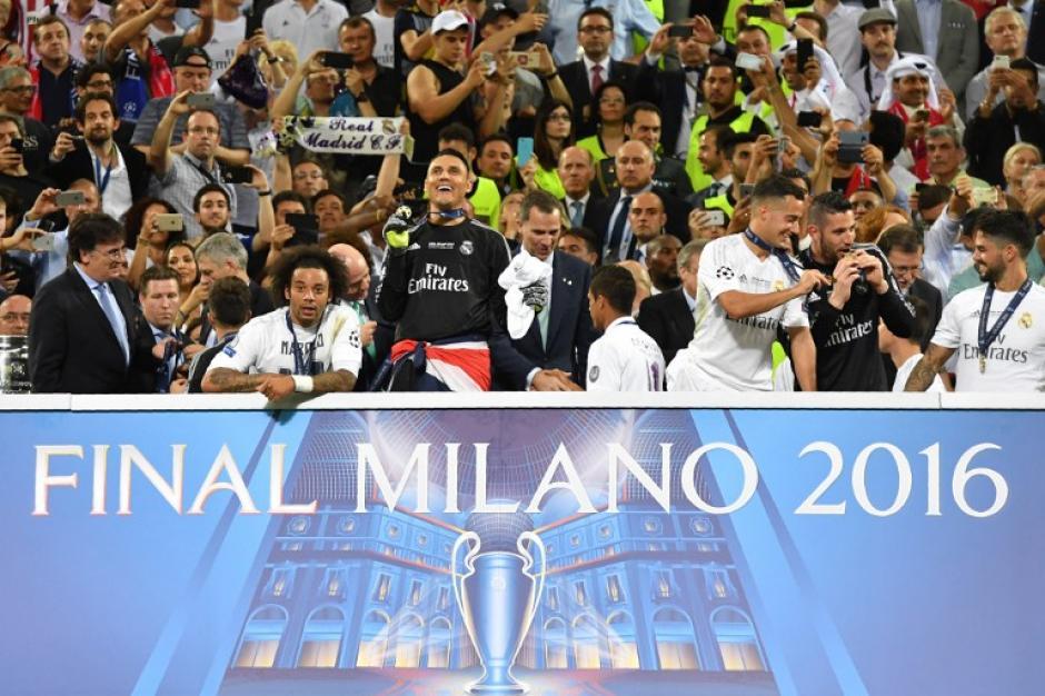 Navas, al igual que sus compañeros celebraron por todo lo alto la obtención de la undécima copa de campeones de Europa. (Foto: AFP)