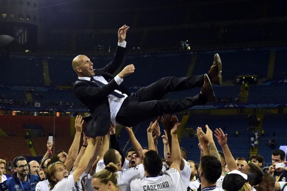 Zinedine Zidane es una de las leyendas que tiene un sitio especial en el madridismo. (Foto: AFP)