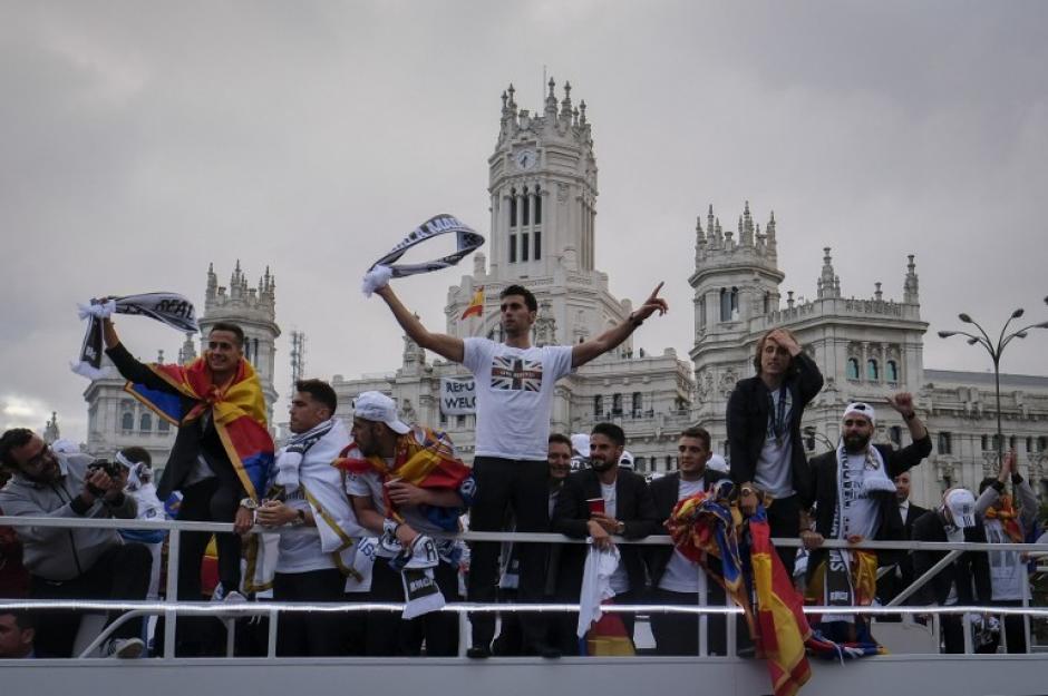 Las grandes figuras del Real Madrid celebran la Undécima copa de Europa. (Foto: AFP)
