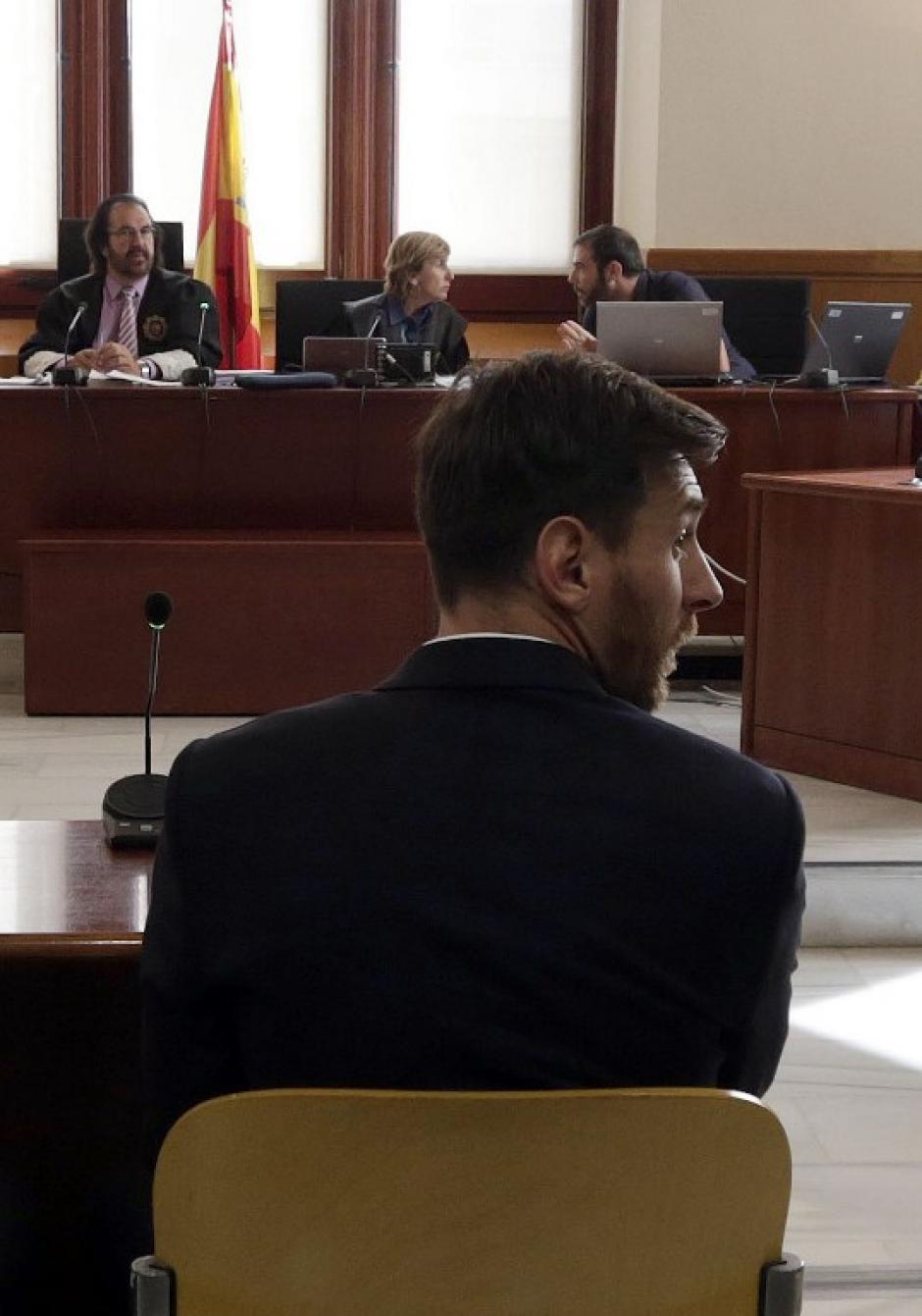 """El argentino se sentó en la """"silla de los acusados"""". (Foto: AFP)"""
