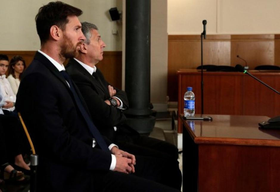 El futbolista declaró junto a su padre, Jorge Messi. (Foto: AFP)
