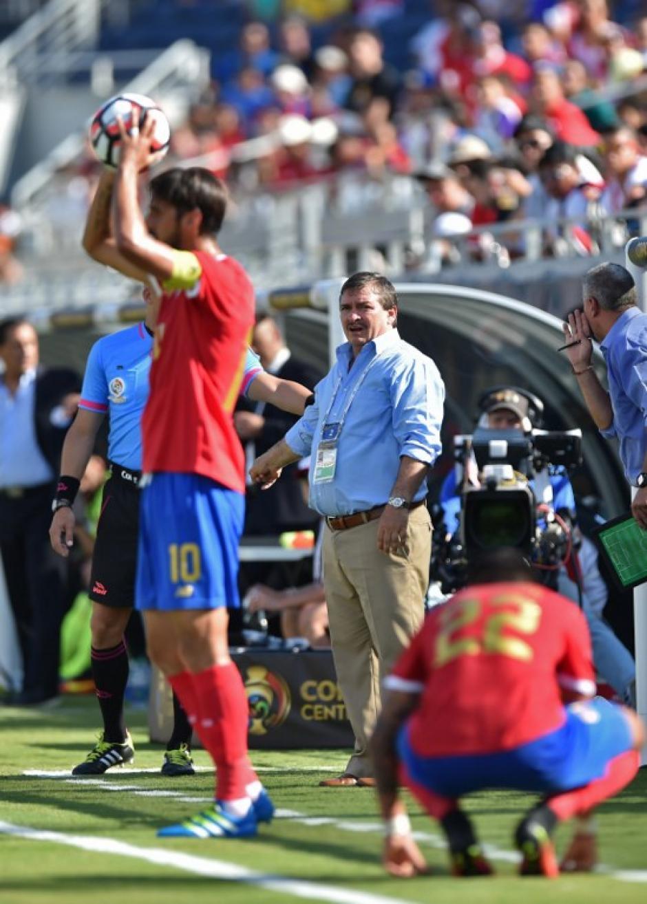 """Oscar Ramírez, el """"Machillo"""", es el técnico de los costarricenses. (Foto: AFP)"""