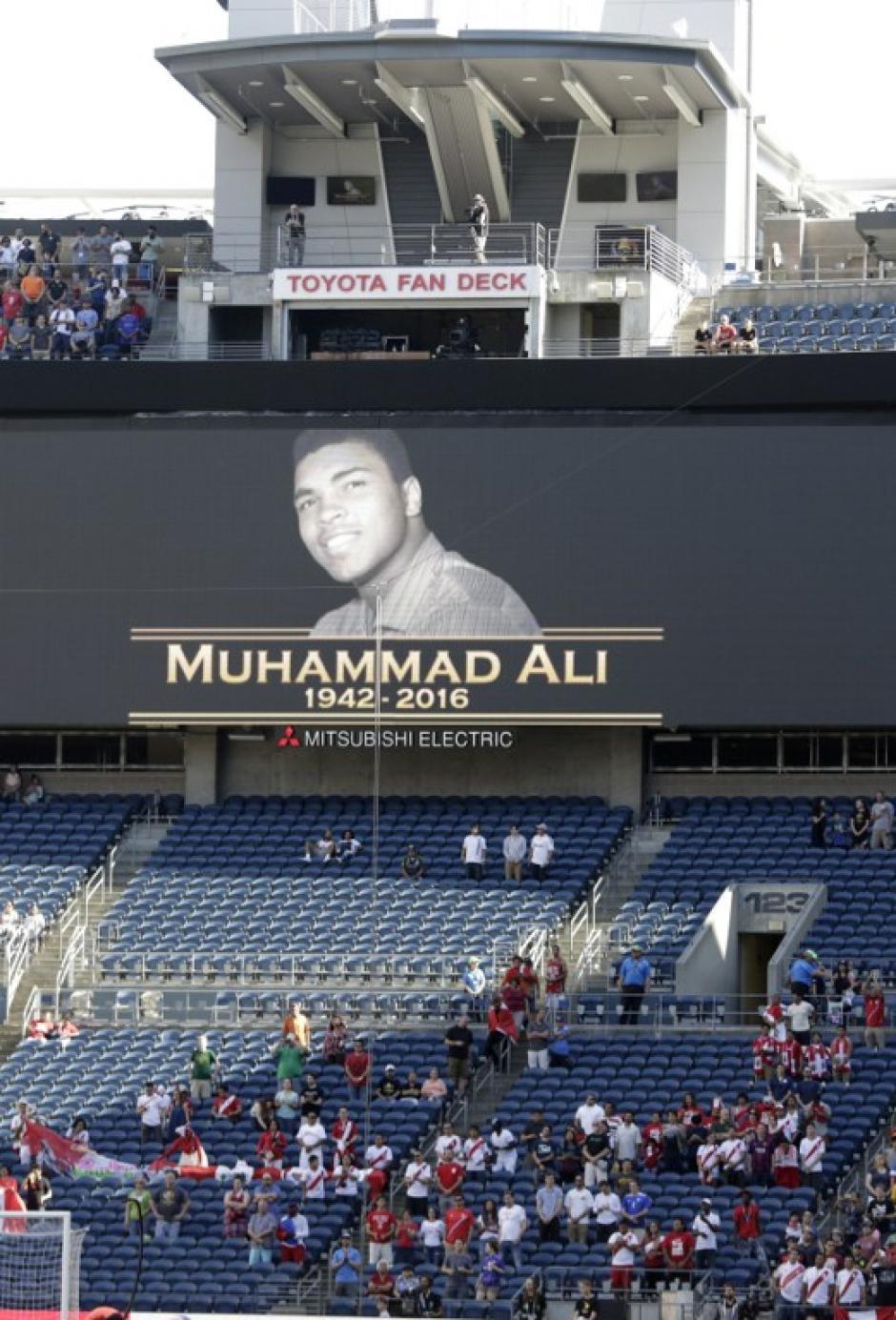 Homenaje y minuto de silencio dedicado a Muhammad Alí, en todos los partidos de este sábado de la Copa América. (Foto: AFP)