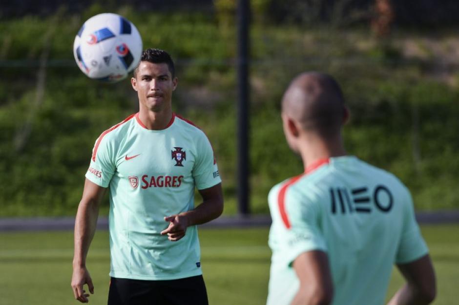 Cristiano Ronaldo y Pepe se incorporaron a los entrenos de Portugal desde este domingo, pensando en la Euro 2016. (Foto: AFP)