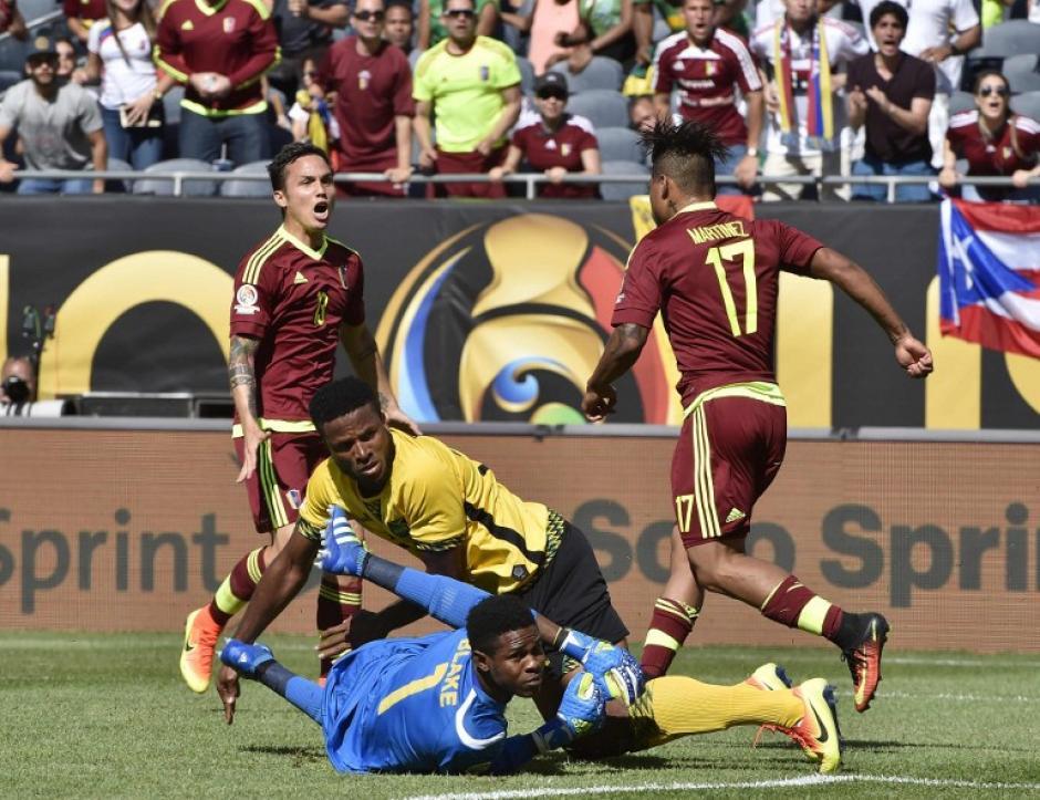 Josef Martínez (17) festejó el primer gol de Venezuela en la Copa América Centenario. (Foto: AFP)