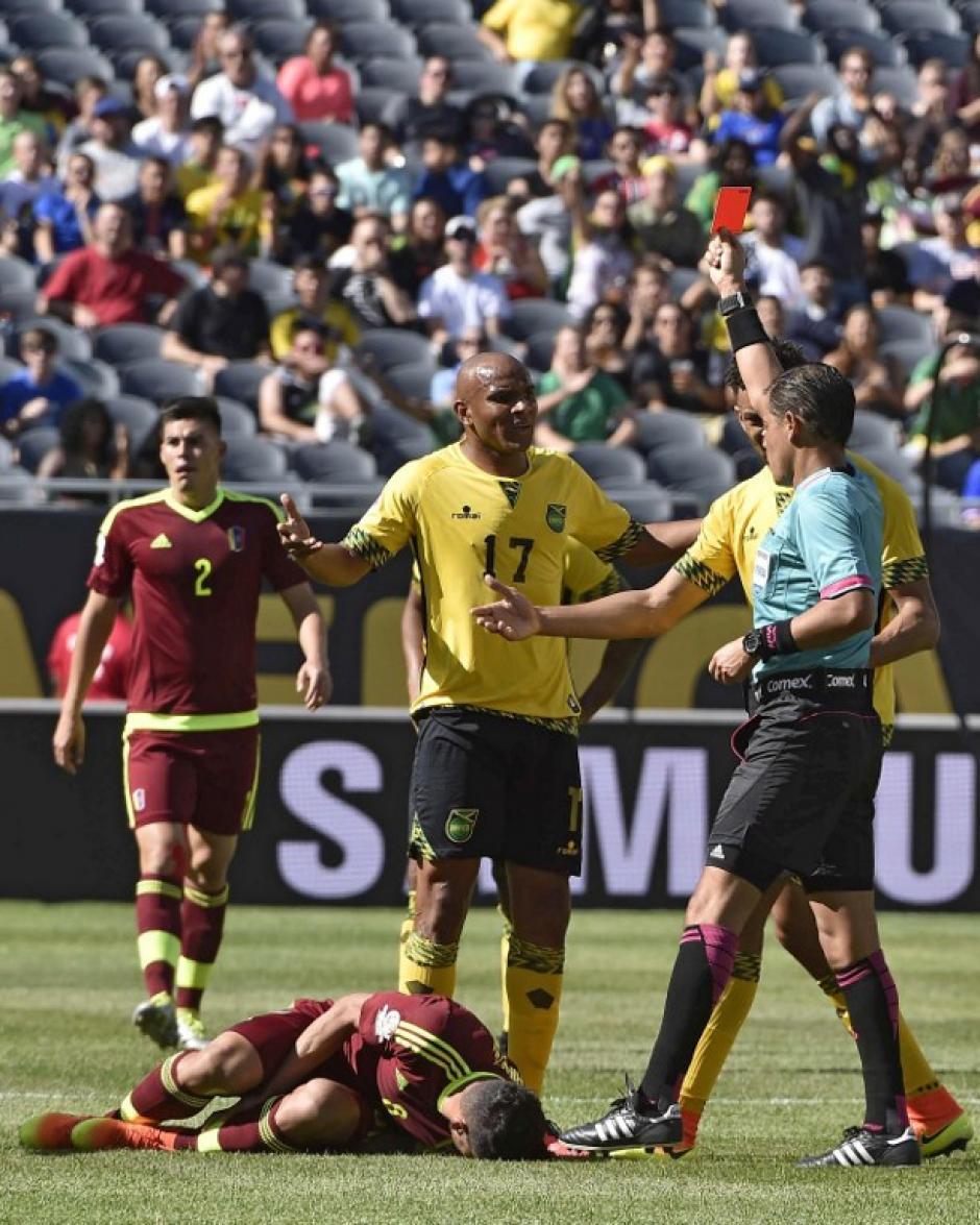 Austin vio la tarjeta roja por Jamaica en el primer tiempo. (Foto: AFP)