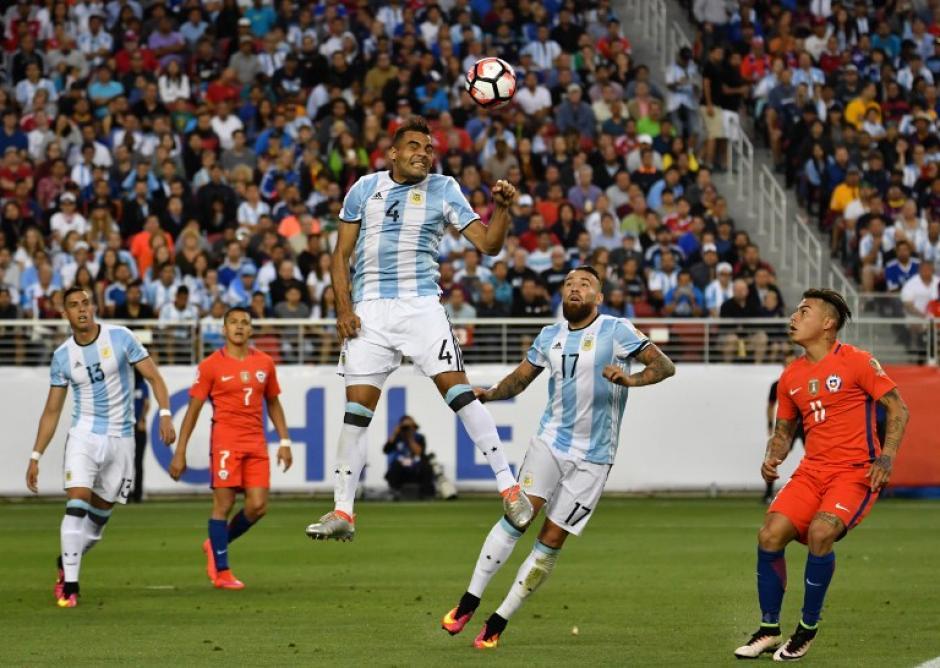 El defensor Gabriel Mercado comandó la zaga de Argentina. (Foto: AFP)