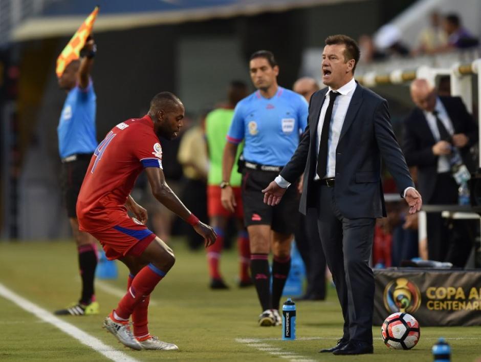 Dunga lució más relajado durante el segundo partido de Brasil en la Copa América Centenario. (Foto: AFP)