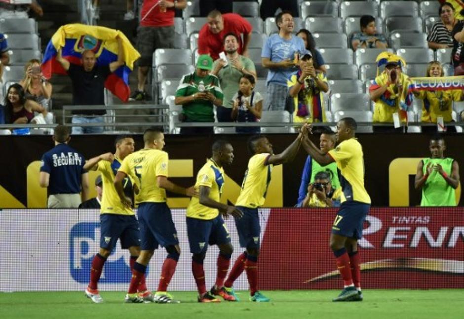 Ecuador estuvo cerca de ganar el partido tras ir perdiendo 2-0. (Foto: AFP)