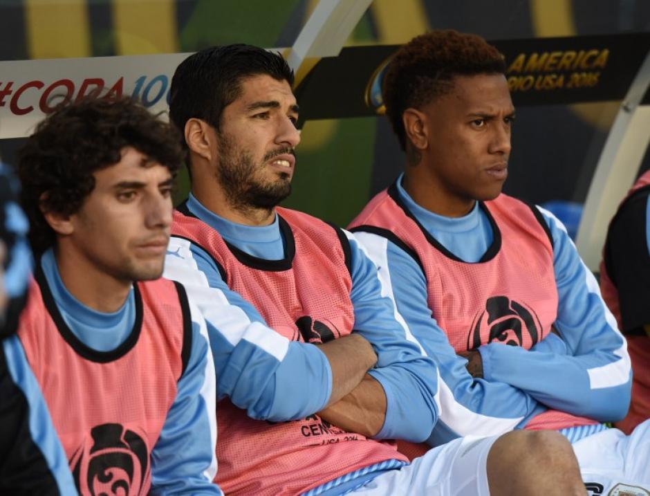 Luis Suárez vio el partido desde la banca. (Foto: Don Emmert/AFP)