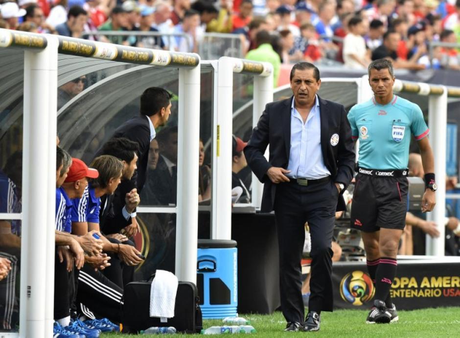 El técnico de Paraguay, Ramón Díaz,  sufrió la eliminación de su equipo. (Foto: AFP)