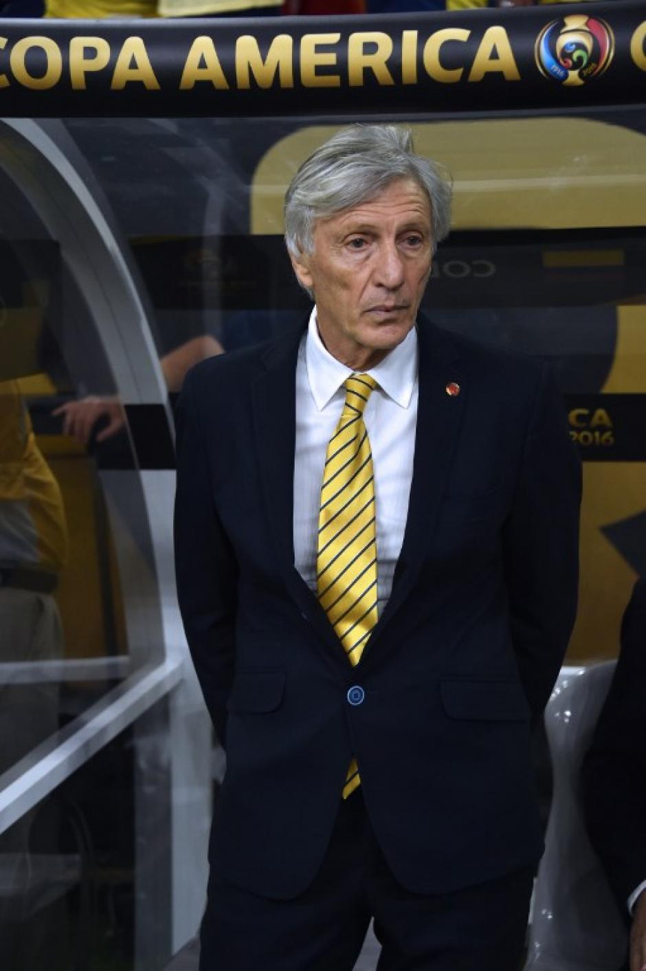 El técnico argentino, José Pékerman sufrió el partido desde el banquillo colombiano. (Foto: AFP)