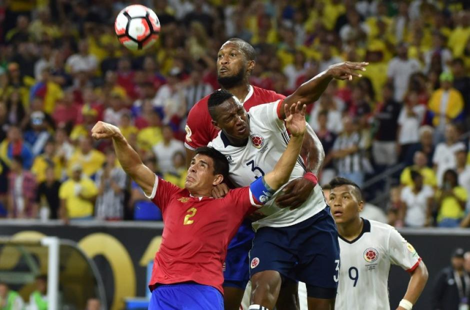 Partido entretenido entre ticos y colombianos, cinco goles en 90 minutos. (Foto: AFP)