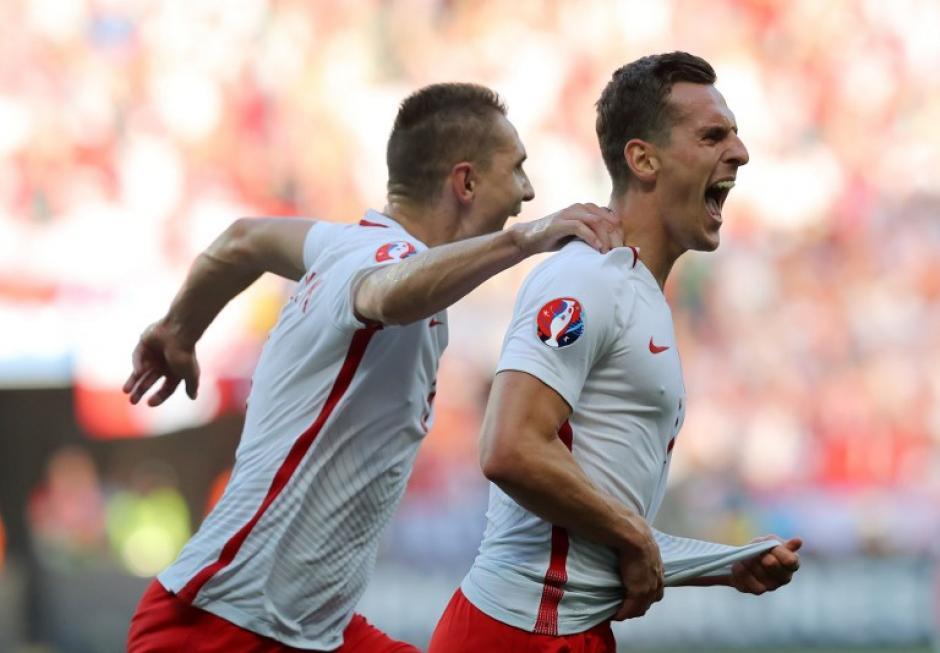 Arkadiusz Milik anotó el primer gol de Polonia en la Eurocopa 2016. (Foto: AFP)