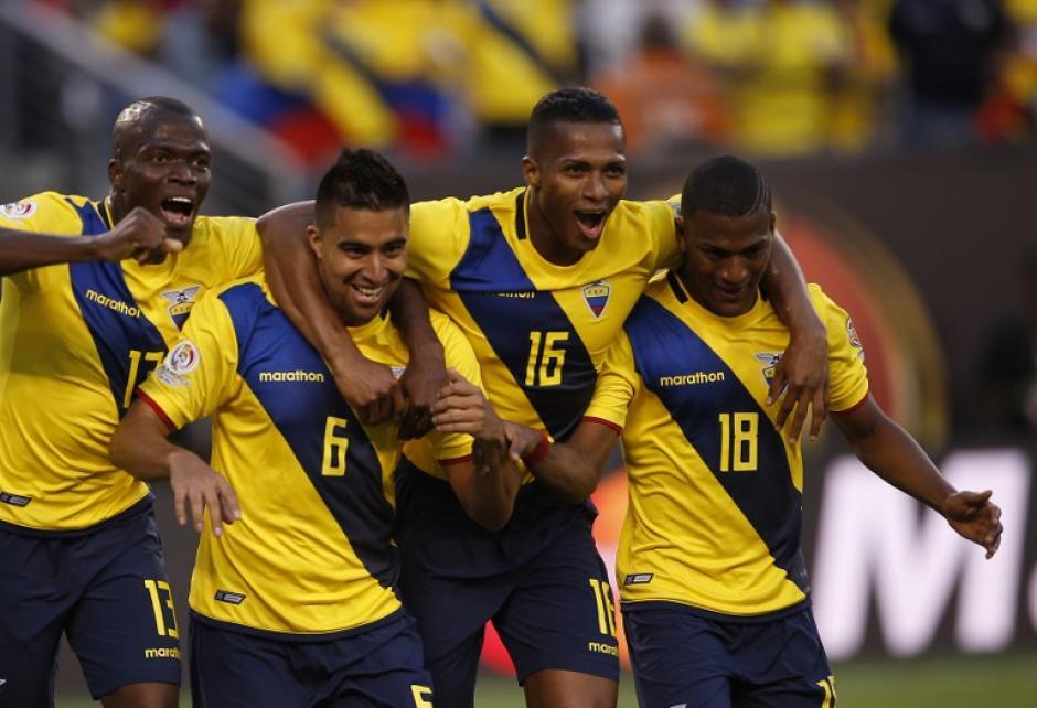 Ecuador sacó a relucir su potencial ofensivo, aunque fallaron bastante.ante la débil defensa de Haití. (Foto: AFP)