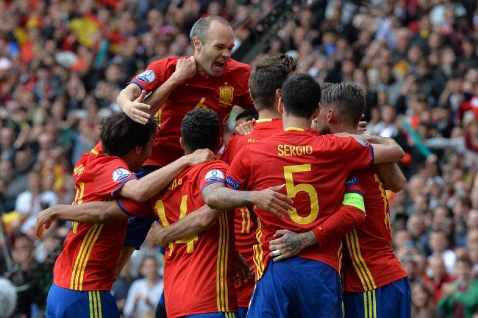España inició con un trabajoso triunfo la Eurocopa 2016, ante República Checa. (Foto: AFP)