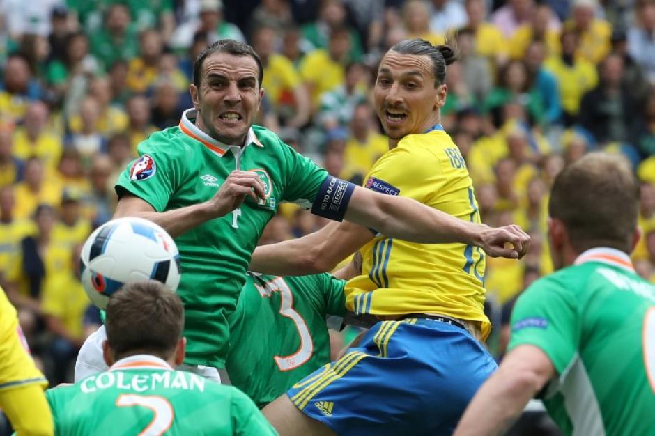 Por momentos el partido se tornó brusco, especialmente en el complemento. (Foto: AFP)