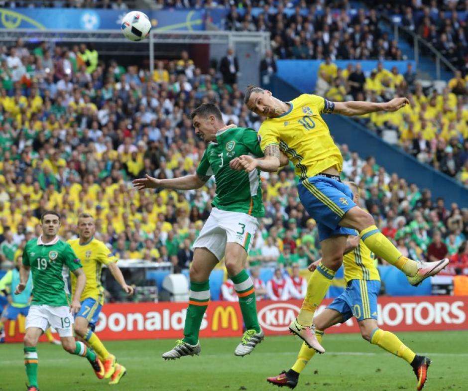 Suecia e Irlanda empataron en un cerrado partido, en su debut en la Euro. (Foto: AFP)