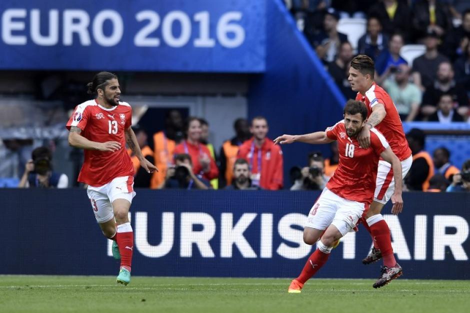 Mehmedi empató para los suizos al minuto 57. (Foto: AFP)